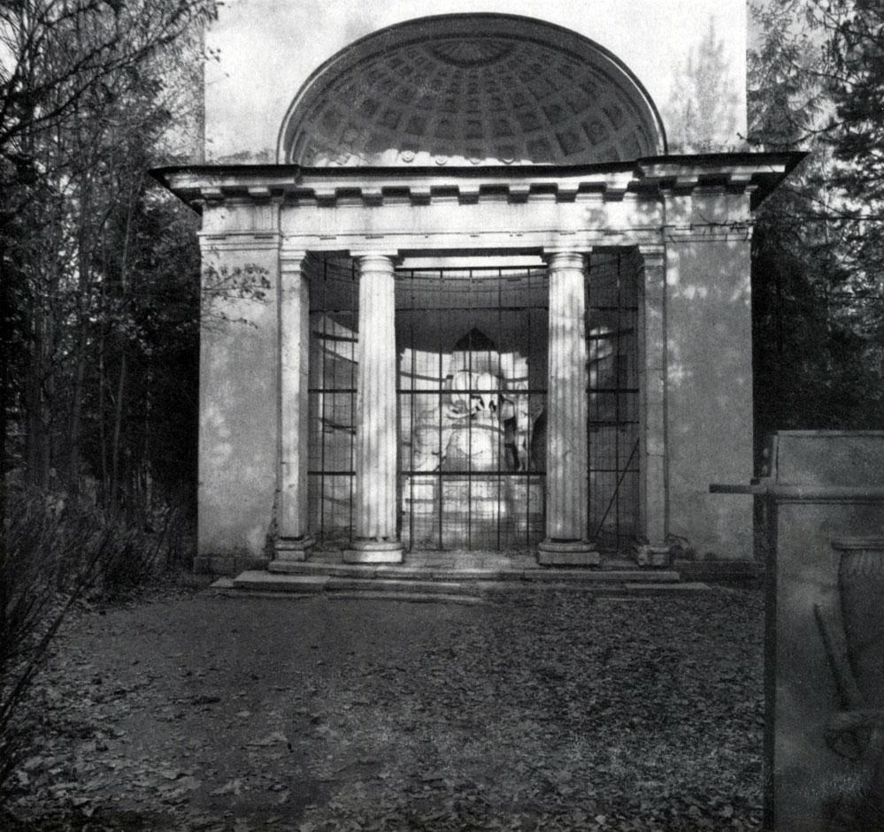 Памятник крылатый член в помпеях