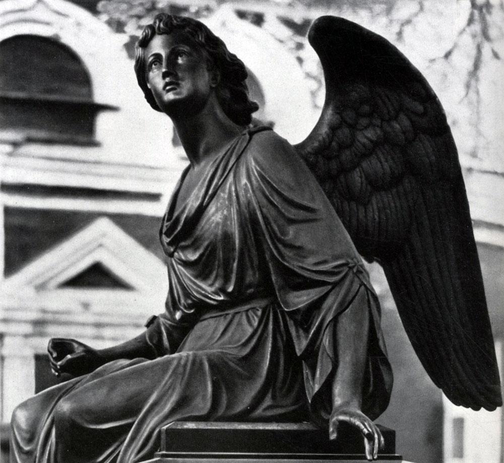 Изображение ангела на надгробие Эконом памятник с резным крестиком в углу Томмот