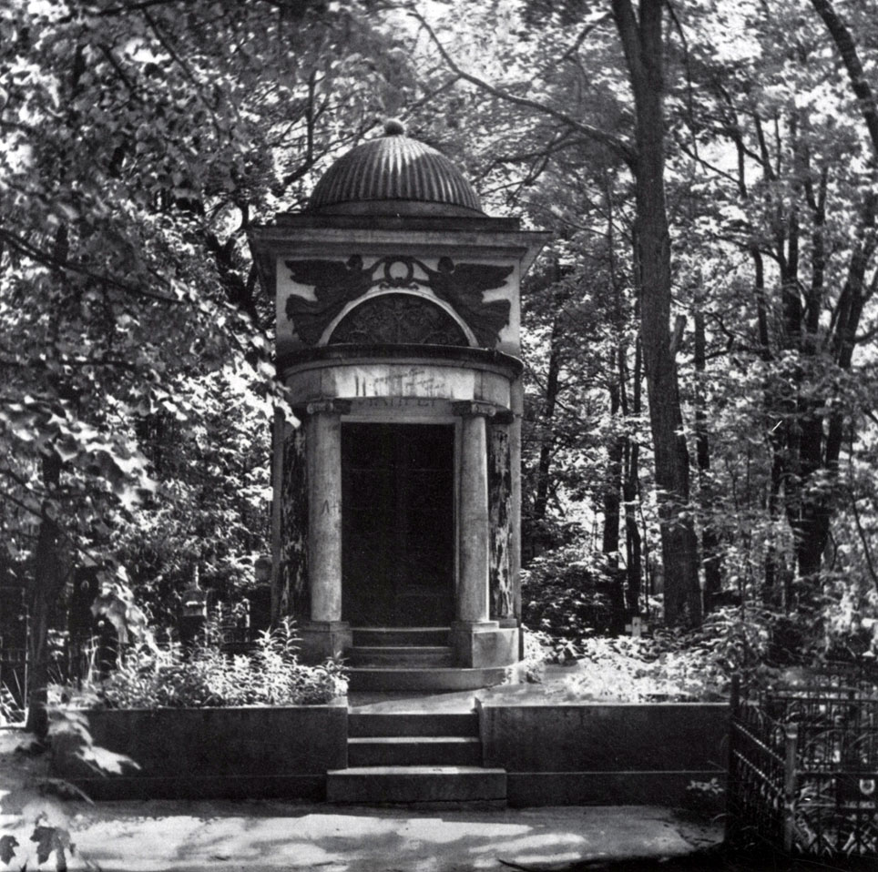 Надгробие семейства фульд 1912.мрамор, гранит.москва, введенское кладбище памятник из гранита Онега