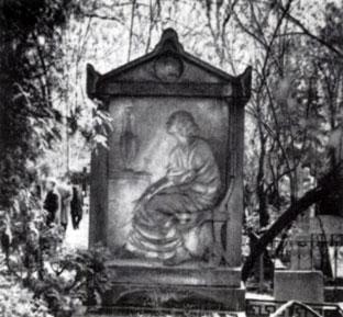 В. А. Попова. Надгробие М. Г. Савицкой-Бурджаловой 1914. Мрамор. Москва, Ново-Девичье кладбище
