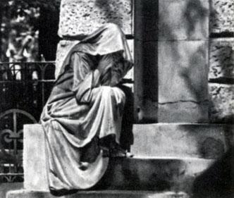 Неизвестный мастер. Надгробие семейства Фульд 1912. Мрамор, гранит. Москва, Введенское кладбище